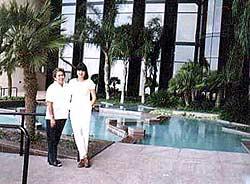 Мы с Мерседес в Мексиканском консульстве в Техасе. Визы в Мексику уже в кармане