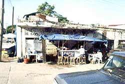 В Мексике даже такие кафе никогда не пустуют